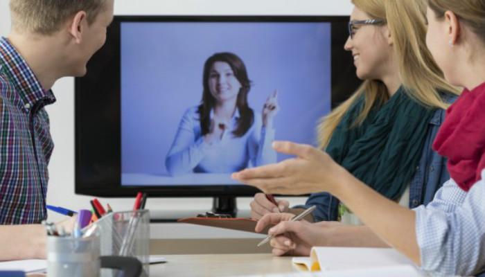 Reunião de empresa realizada por Skype.
