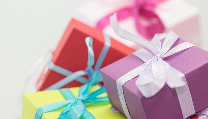 [Vídeo] Como fazer embalagens para presente personalizadas e econômicas