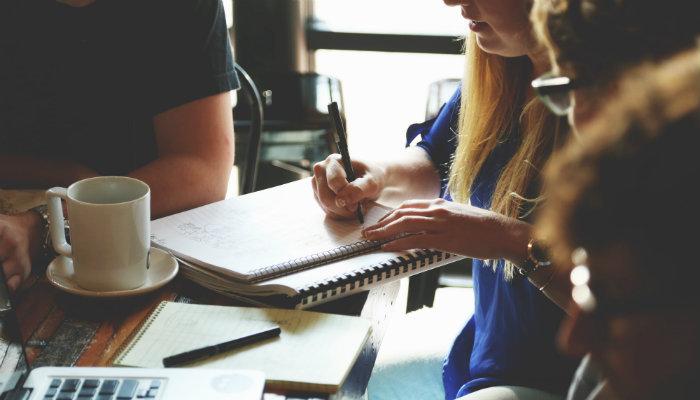 Como contratar e gerenciar funcionários