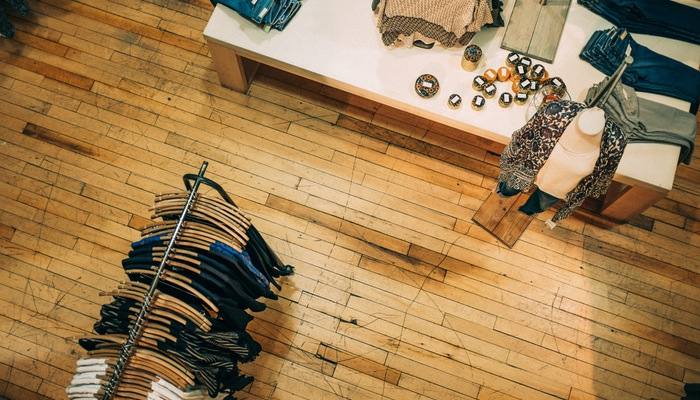 Criadora de brechó fala sobre como ter loja de roupas na internet