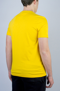 Camiseta Tommy Hilfiger Basic (324888) na internet
