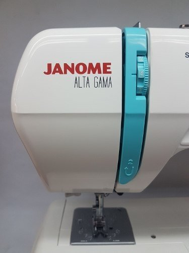 Janome 3016 + 10 Carreteles D Regalo 68 Fun Luz Led Overlock