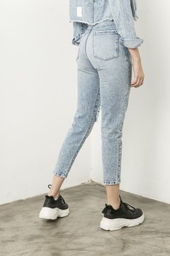 Pantalon Mom en internet