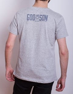 Remera God Of War God And Son Gris (PlayStation Studios) - comprar online