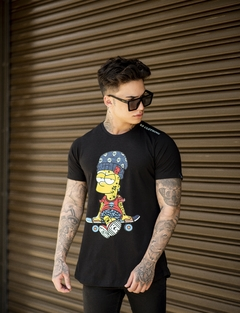 Camiseta Long Line Bart Skateboarder - KS Store