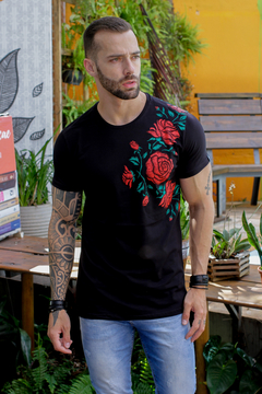 Camiseta Long Line Black Flower - comprar online