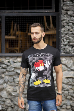 Camiseta Long Line Mickey Touches Red - comprar online