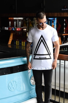 Camiseta Long Line Triangle Style na internet