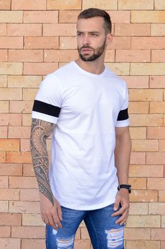 Camiseta Long Line White And Black na internet