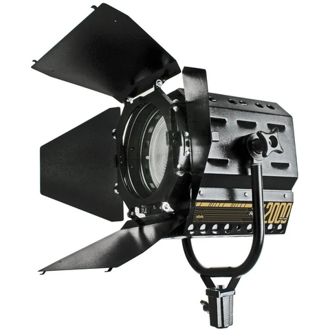 AT508 FRESNEL DE LED 2000 PRO-5500K
