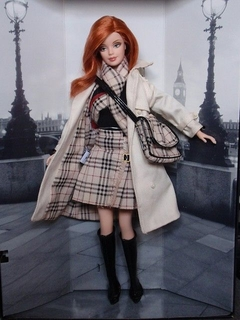 Burberry Barbie doll na internet