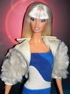 Versus Barbie doll na internet