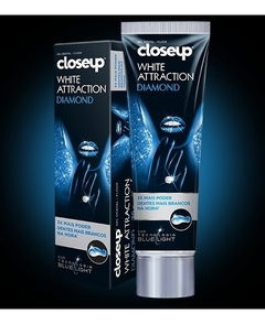 CLOSEUP WHITE ATTRACT.crema dental x90