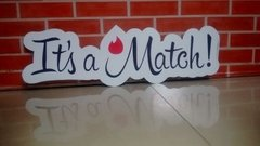 Plaquinha It's A Match Estrutura Festas