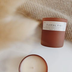 JUNKY CANDLE - Honey Suckle / Calm Fields / Floral figs / Green leaves - comprar online