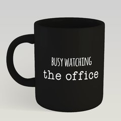 Caneca Preta Busy Watching The Office
