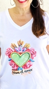 Remera escote V Viva el amor (Outlet)