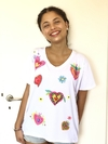 Remera escote V Corazones Milagritos (Outlet)
