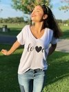Remera escote V Love