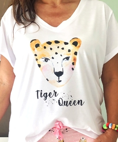 Remera escote V Tiger queen