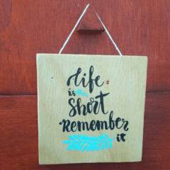Quadro Life is short. Remember It para decorar