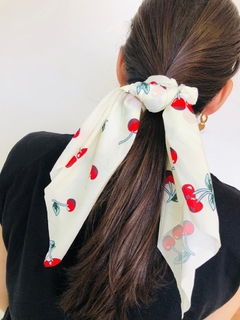 Scrunchie de cereja - branco