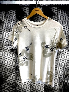 Camiseta Level's Jeans Flowers Flamê - Floral - comprar online
