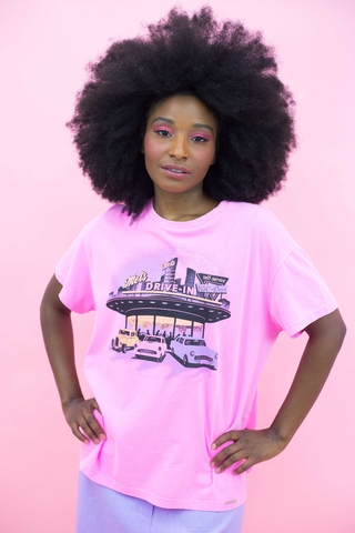 camiseta-oversized-rosa-neon-estampada-juliane