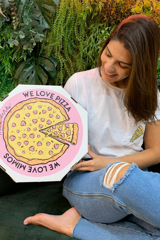 kit-pizza-com-caixa-máscara-e-blusa-com estampa-de-pizza