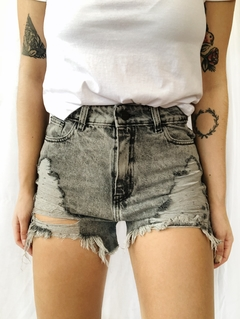 Short gris roturas
