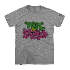 camiseta masculina cinza com estampa escrita the stoned