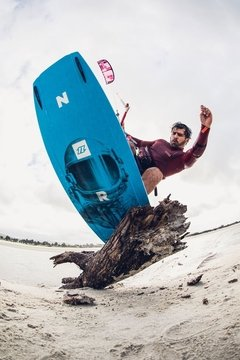Tabla De Kite North Gambler 2018 con botas en internet