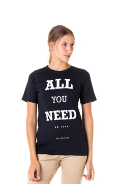 T-shirt All You Need is Love - Feminina - comprar online