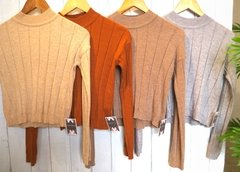 Sweater corto cuello polera.