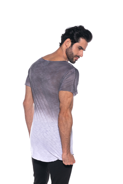 CAMISETA LONG LINE ESTAMPA CAVEIRA COM TIE DYE - W FOR UP