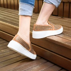 Slip On Nine Spikes Caramelo - comprar online