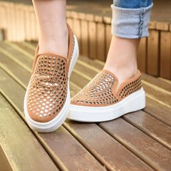 Slip On Nine Spikes Caramelo na internet