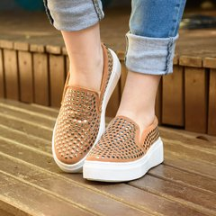 Slip On Nine Spikes Caramelo