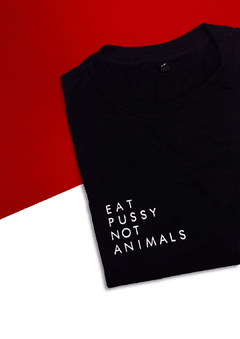 camiseta eat pussy not animals