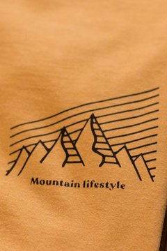 Detalhe Camiseta Mountain Lifestyle - Up The Mountain