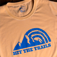 "Camiseta Masculina Hit The Trails - Marca: "" Up The Mountain """