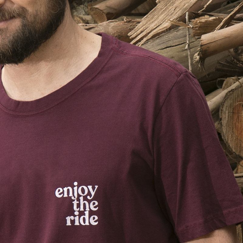 "Camiseta Masculina ""Enjoy the Ride""- ""Up The Mountain"""