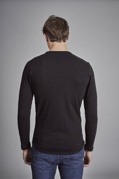 REMERA ESCOTE O POCKET R8F - ReverPass