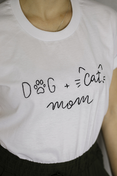 T-Shirt Dog + Cat Mom - comprar online