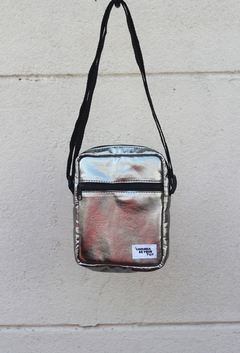 Shoulder bag metalizada prata