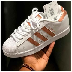 TENIS ADIDAS SUPERSTAR FOUNDATION FEMININO BRANCO ROSÊ - Time Compra