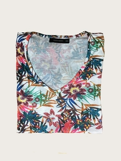 REMERA JUNGLE CUELLO V PREPPY WOMAN (PMAR844) en internet