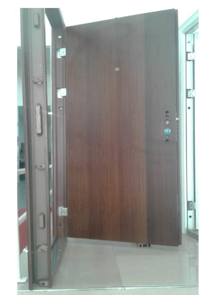 Puerta de seguridad 2050x960x70 mm. multi anclaje