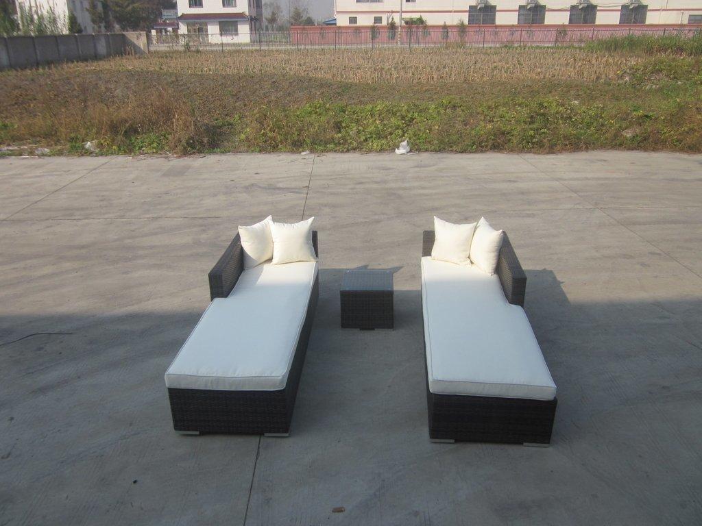 Juego de reposeras de rattan sintetico 3 piezas con mesa y almohadones (copia)