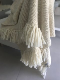 PLAIN PONCHO STYLE BLANKET KNITTED ON INDIGENOUS LOOM, WITH FRINGES 0,50 X 1,40M  CODE 2053 - HOME COLLECTION- - Agostina Bianchi